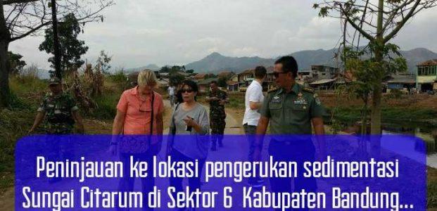 Peninjauan ke lokasi pengerukan sedimentasi Sungai Citarum di Sektor 6  Kabupaten Bandung