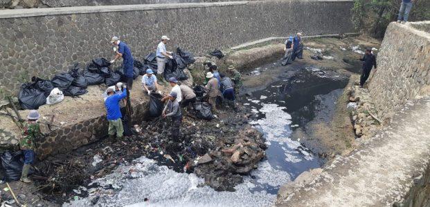 Sanksi Sosial Perdana Bagi Pabrik Pencemar Limbah Sungai Citarum Yang Dilakukan Oleh Dansektor 21. Kolonel Inf Yusep Sudrajat !