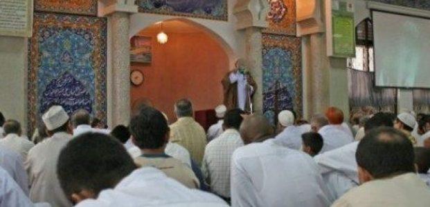 Pilih Sholat Jum'at Di Masjid Atau Sholat Zhuhur Di Rumah !