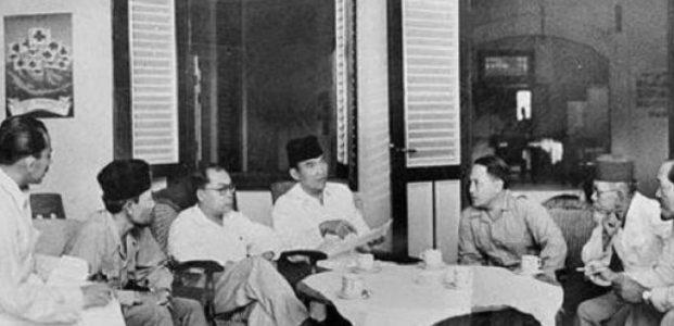 16 Agustus 1945 Para Pemuda Menculik Sukarno – Hatta Ke Rengasdengklok, Percepat Bacakan Teks Proklamasi Kemerdekaan Indonesia !