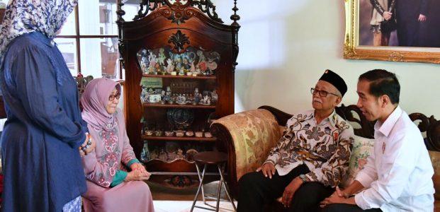 Presiden Kunjungi Kediaman Tokoh Jawa Barat Mang Ihin